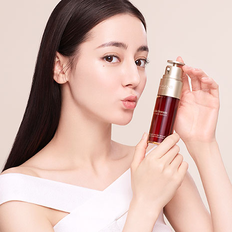 Model social visual with Double Serum Product shot.